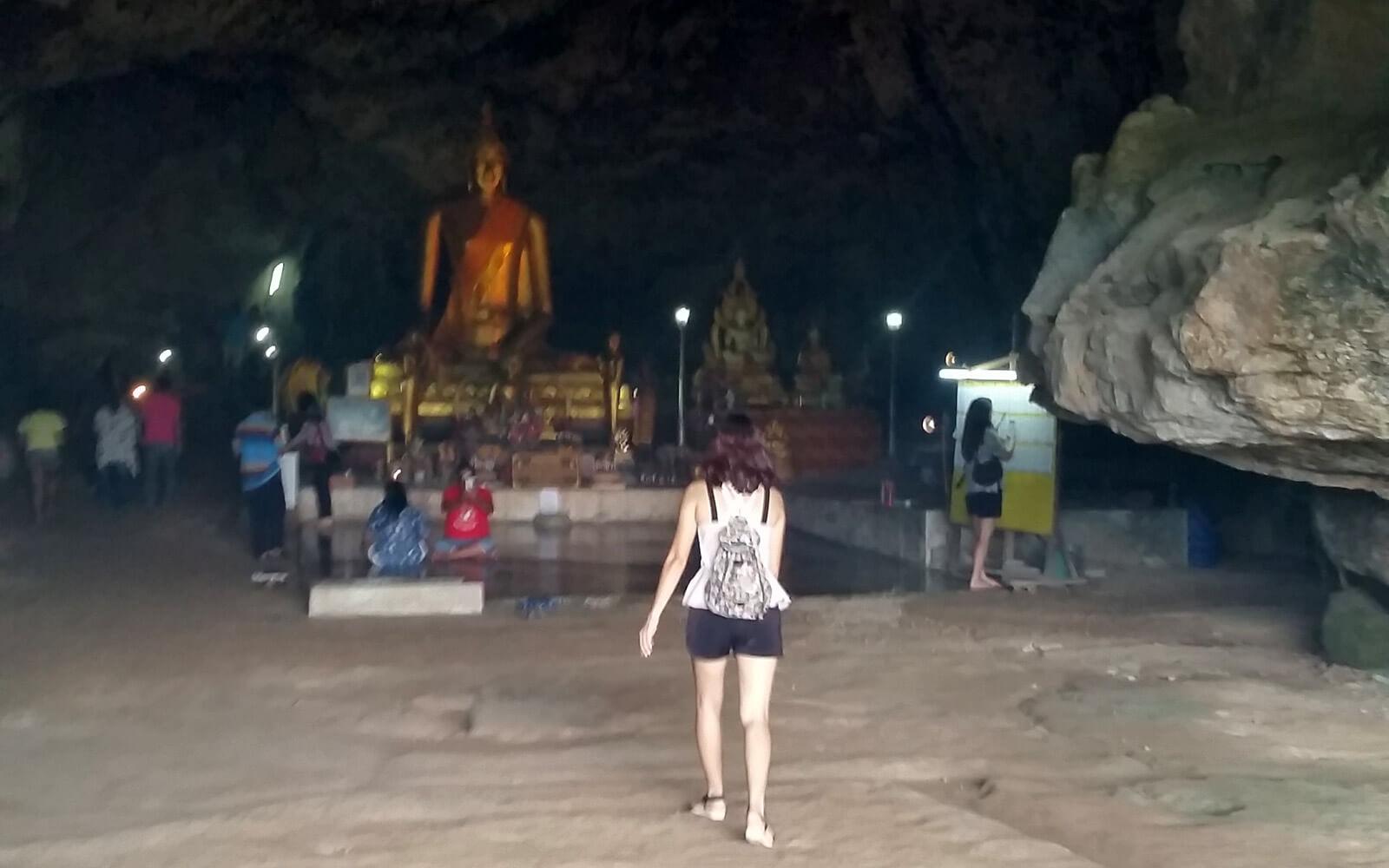Buddha-Höhle bei der Thamkrasae Bridge Thailand