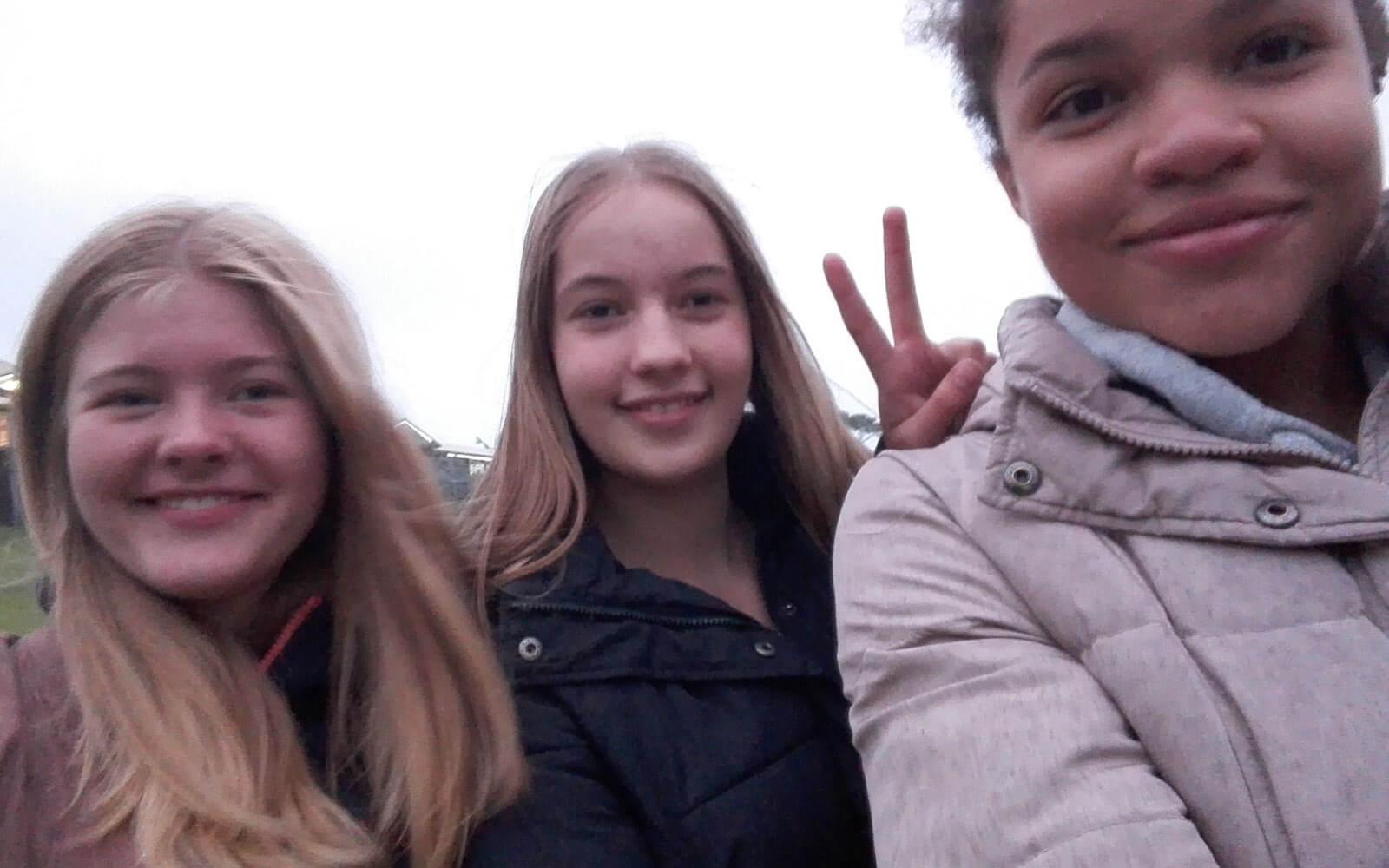 Fabienne mit anderen Austauschschülerinnen in Sydney