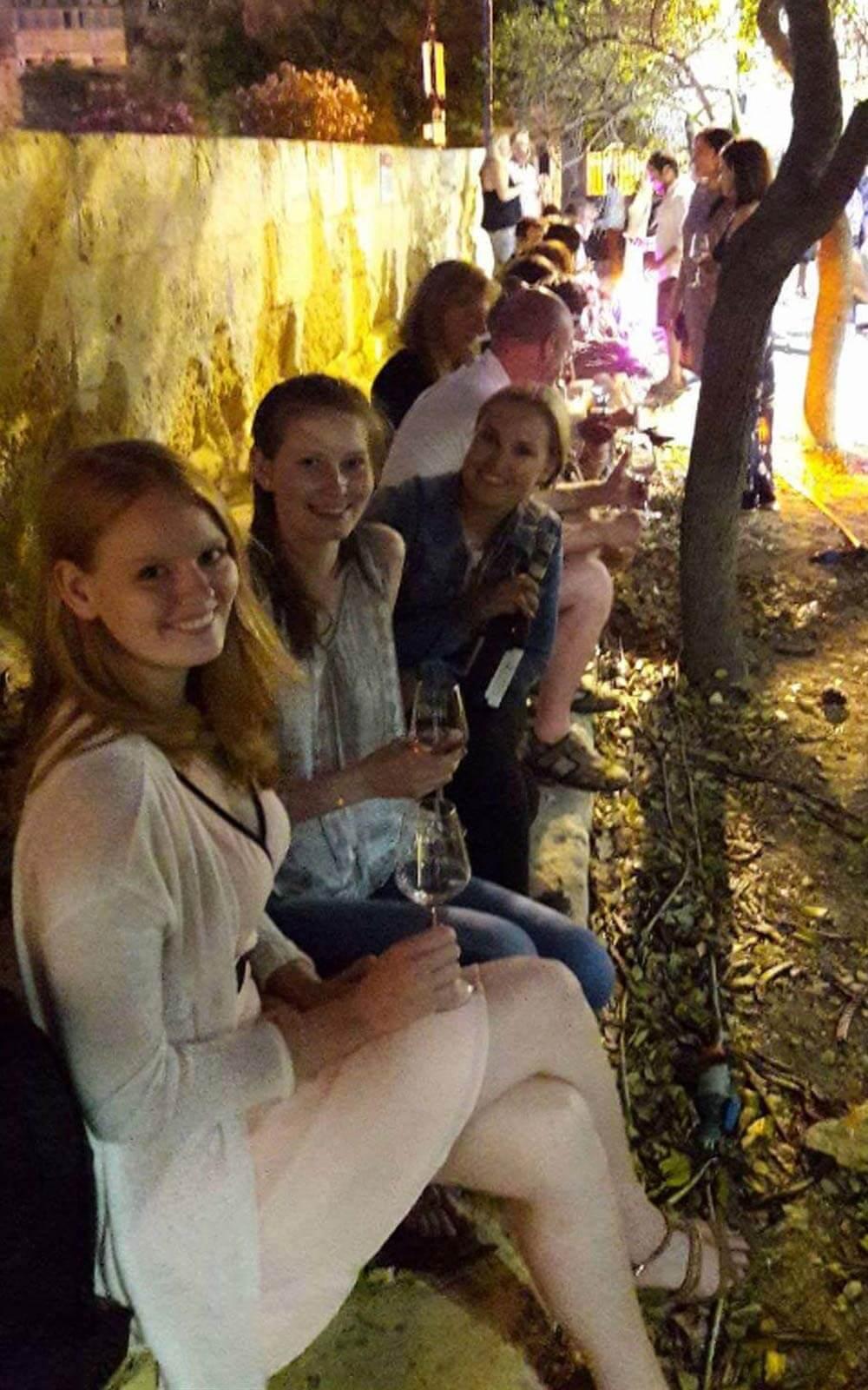 Jule und ihre Mitbewohner auf Weinfest in Valetta
