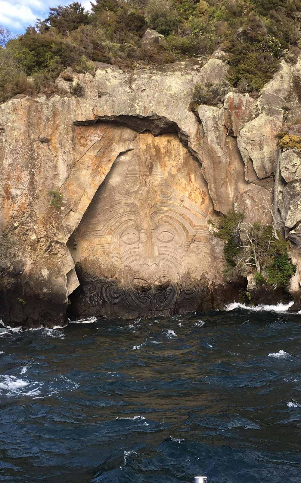 Maori Rock Carvings am Lake Taupo, Neuseeland