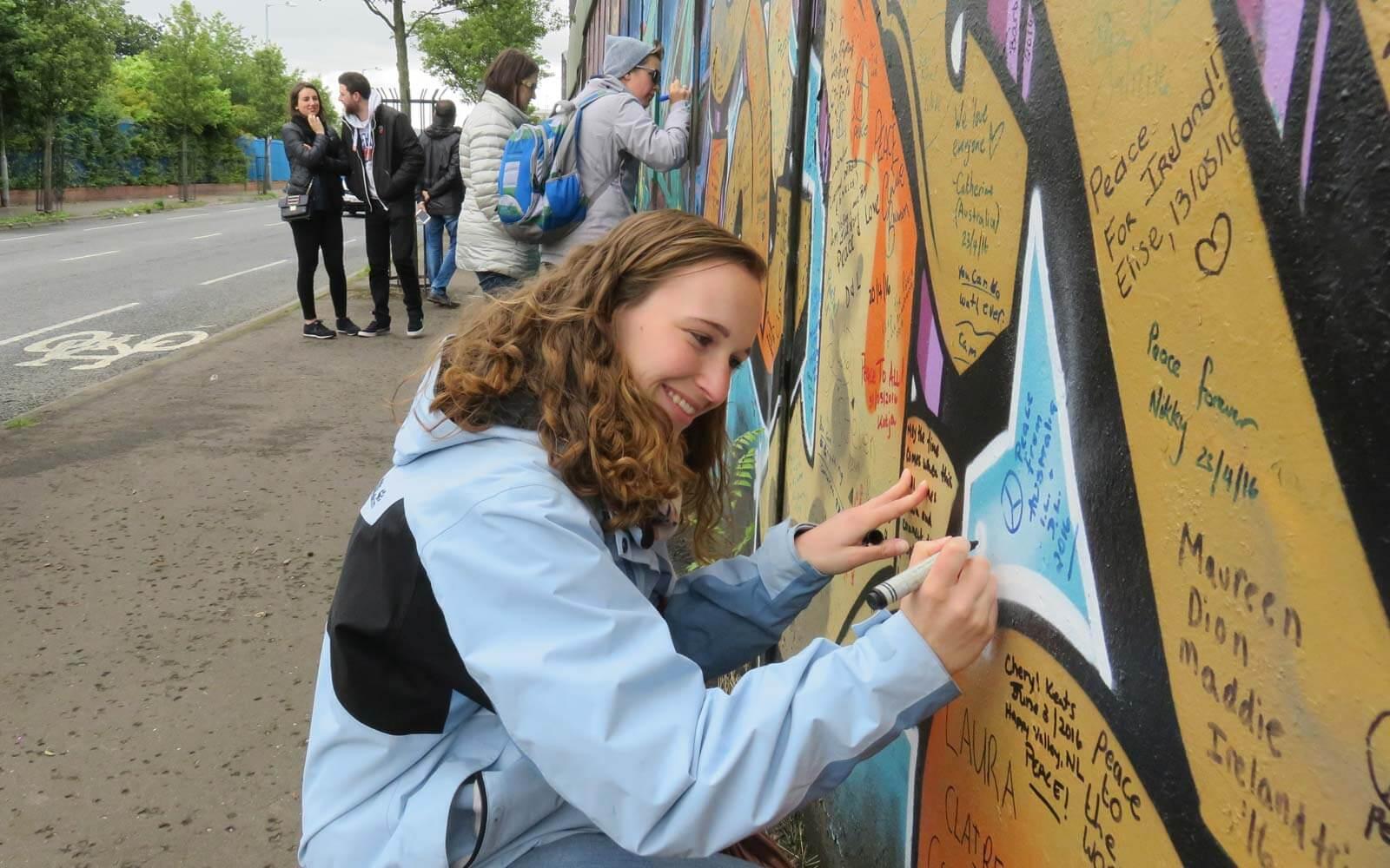 Maren beschreibt Belfast Friedensmauer