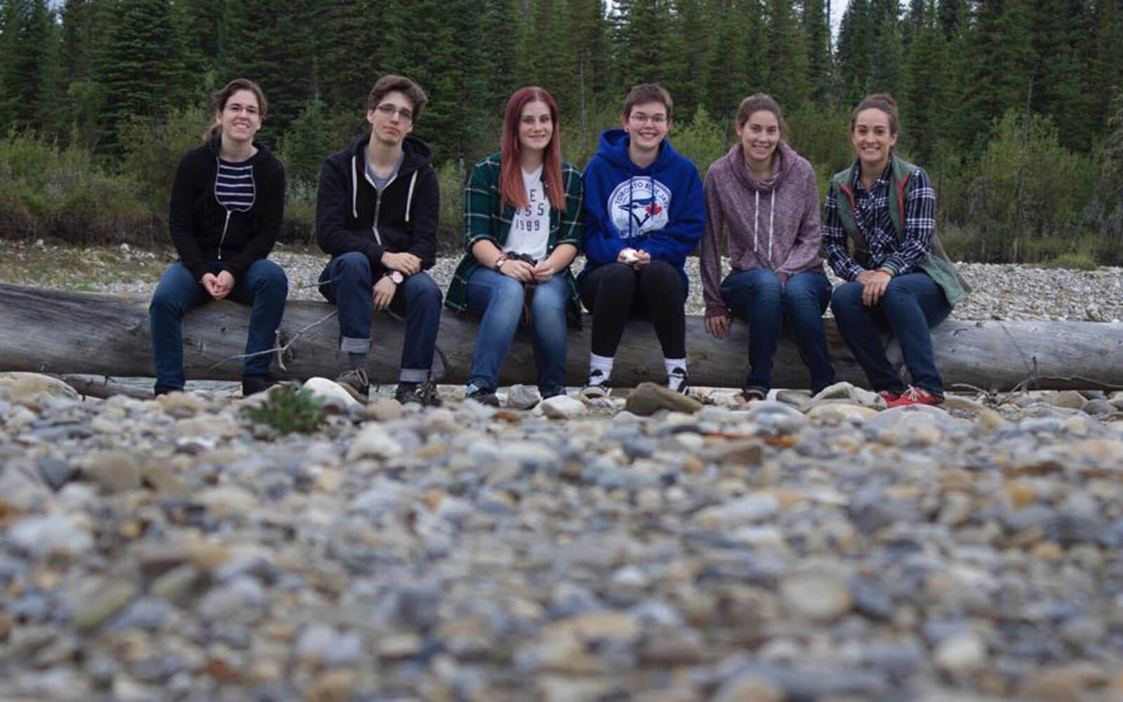 Gruppe von Volunteers im Wildlife-Projekt Alberta, Kanada