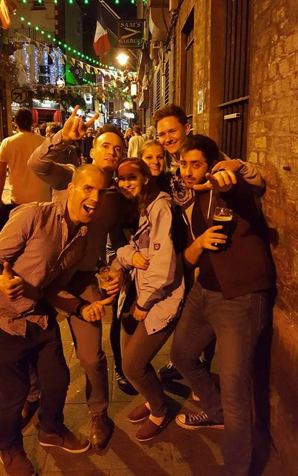 Pub Crawl mit Freunden in Dublin