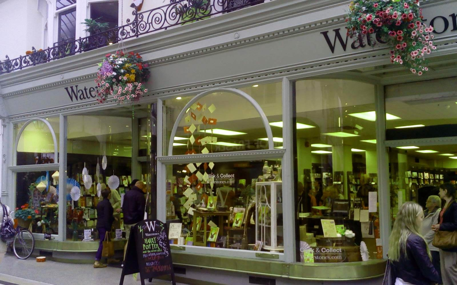 Schaufenster Waterstone-Filiale in Bournemouth