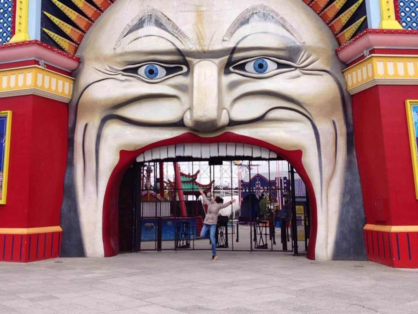 Fabienne am Luna Park in Melbourne