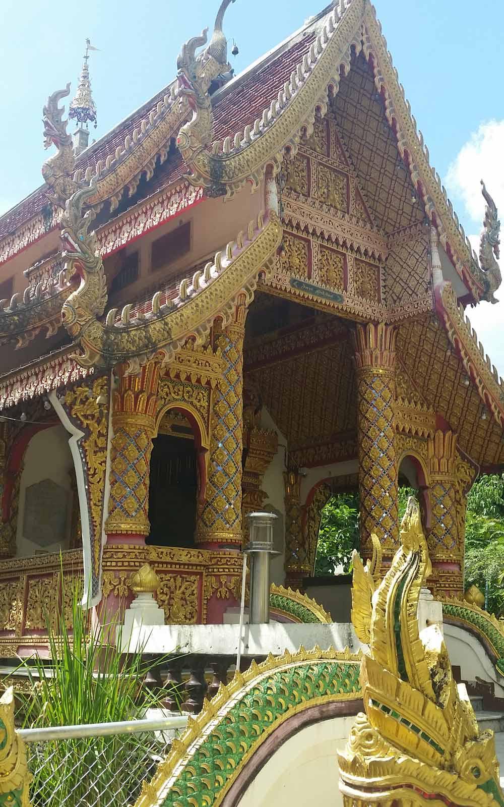 Tempel mit Wunschbrunnen in Lampang, Thailand