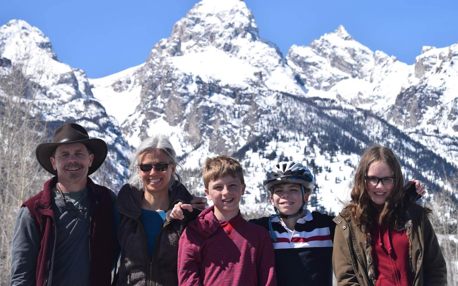 Mette und ihre amerikanische Gastfamilie in den Bergen