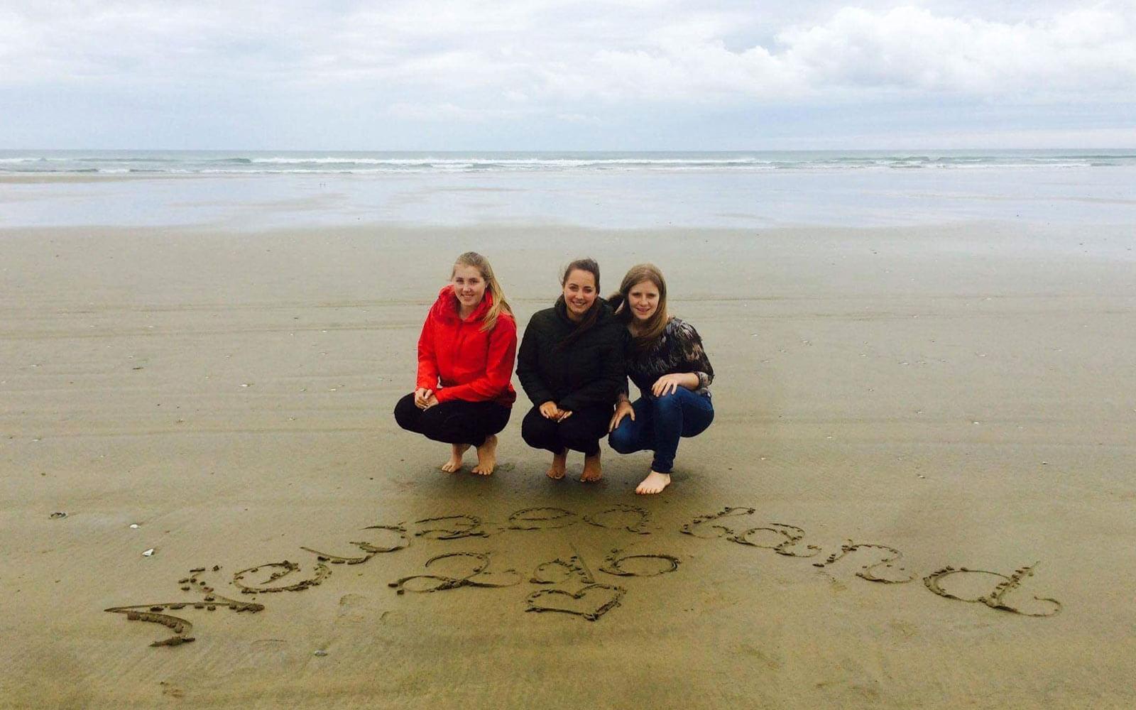 90 Miles Beach mit den Mädels