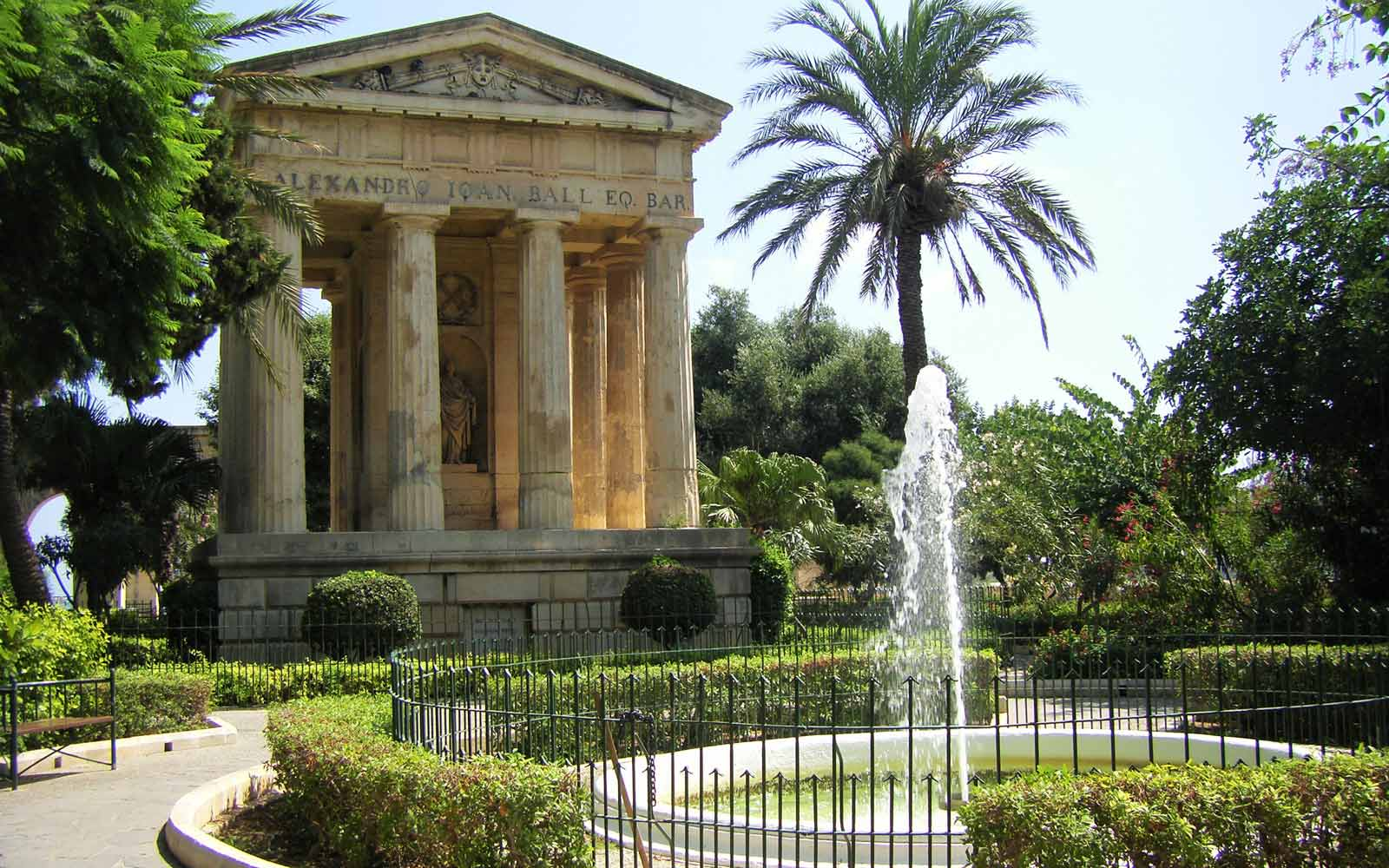 Denkmal für Sir Alexander Ball in den Lower Barrakka Gardens auf Malta