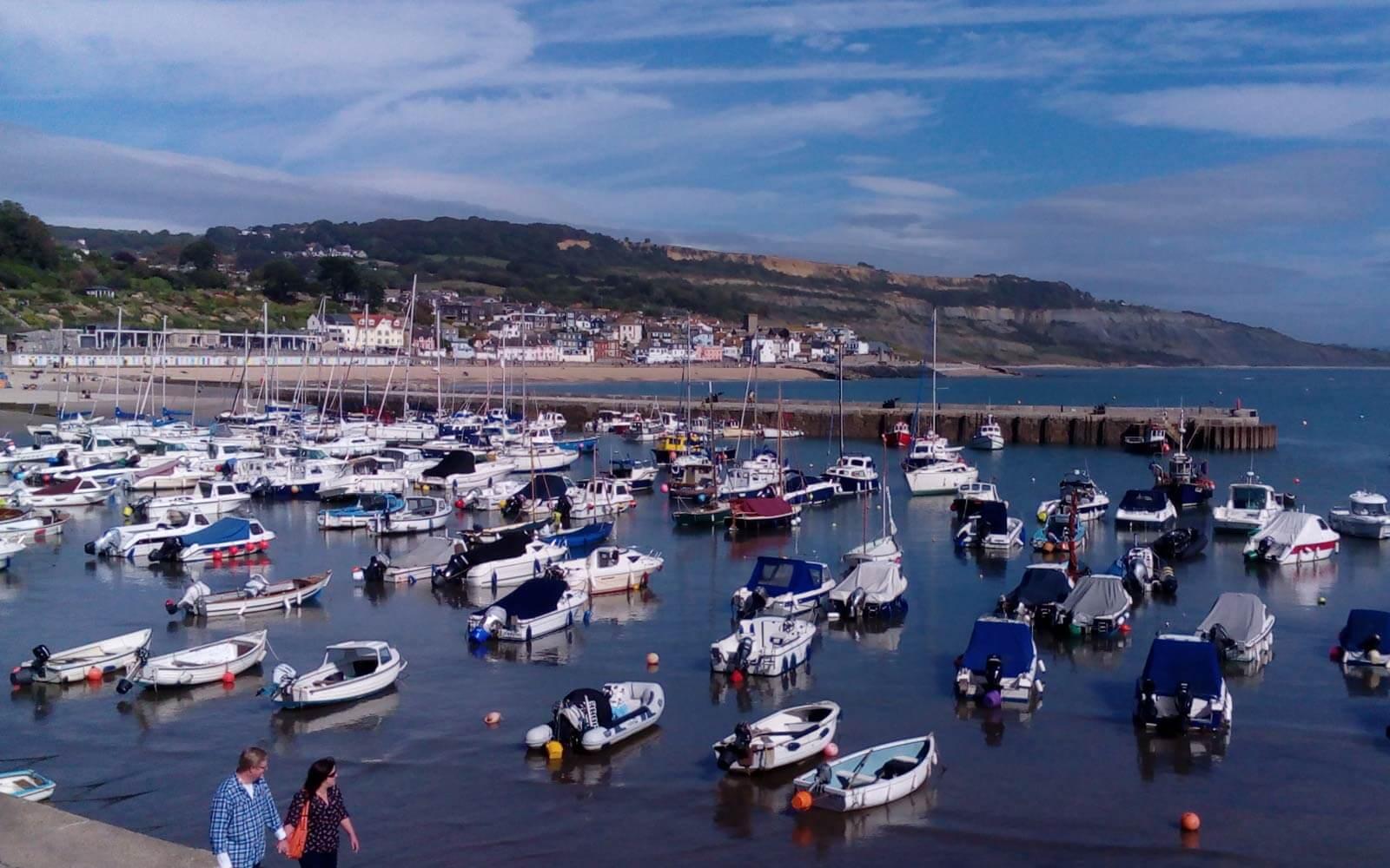 Hafen von Lyme Regis in Südengland