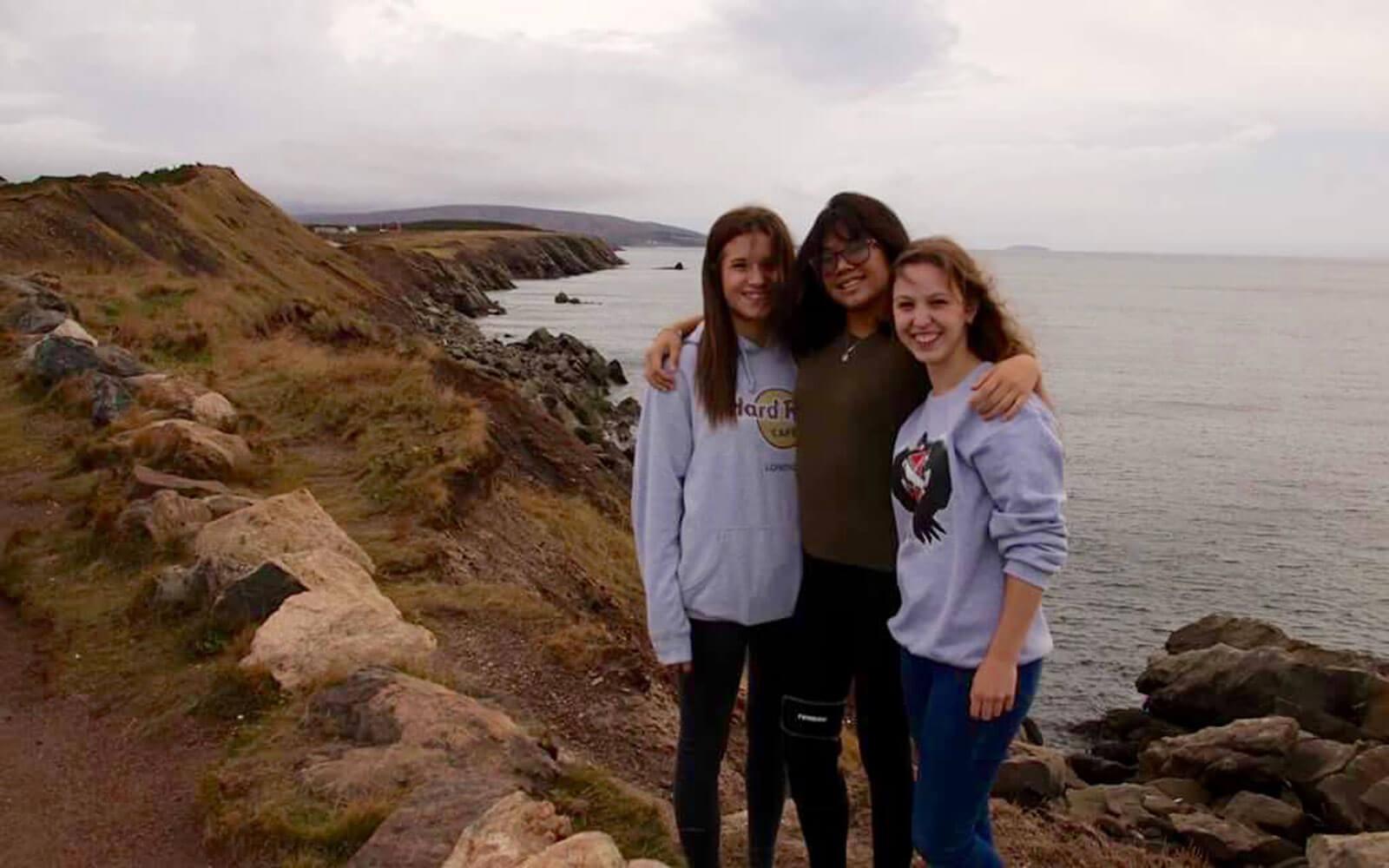 Merle mit Gastschwestern am Cape Breton