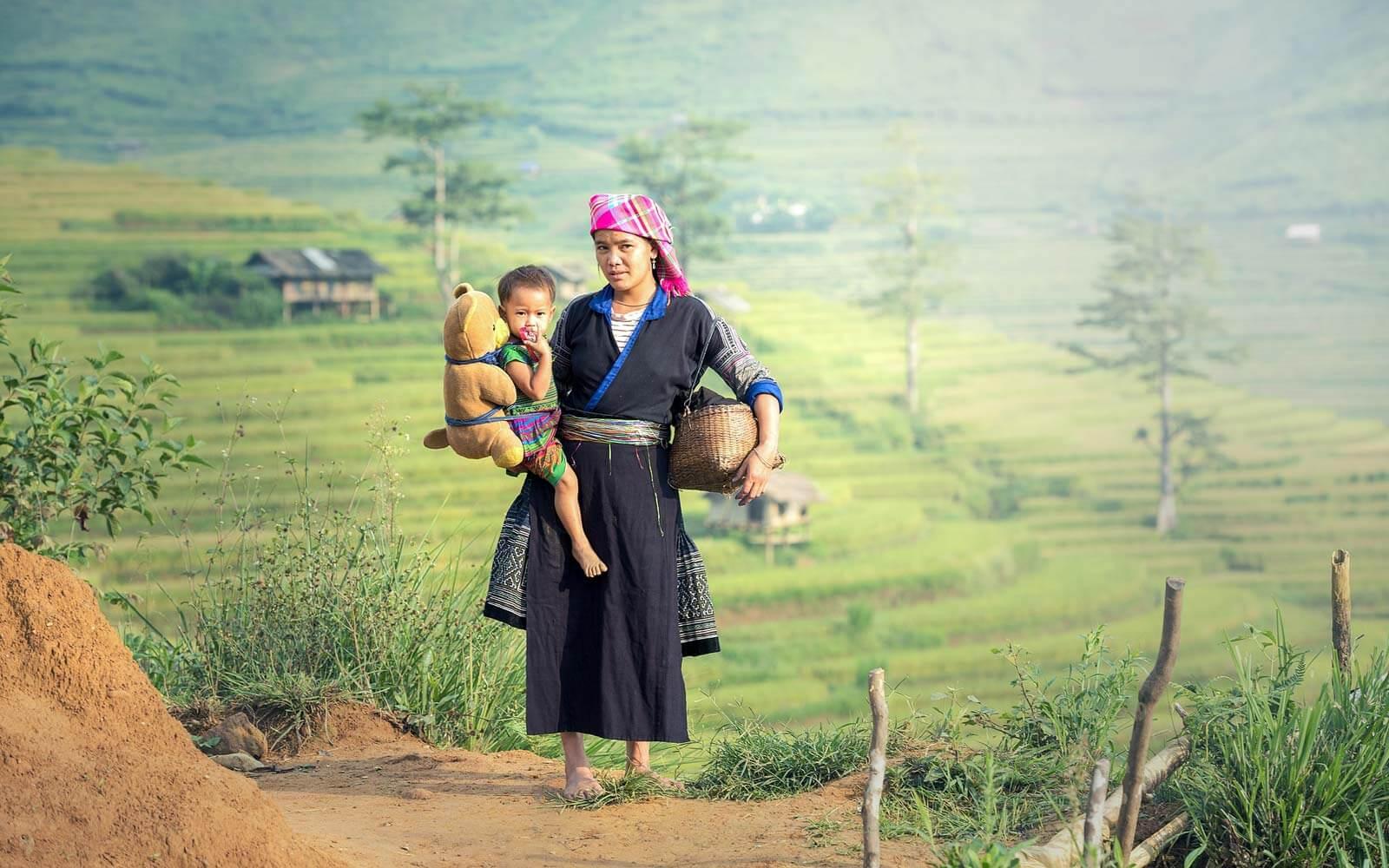 Chinesische Frau mit Kleinkind