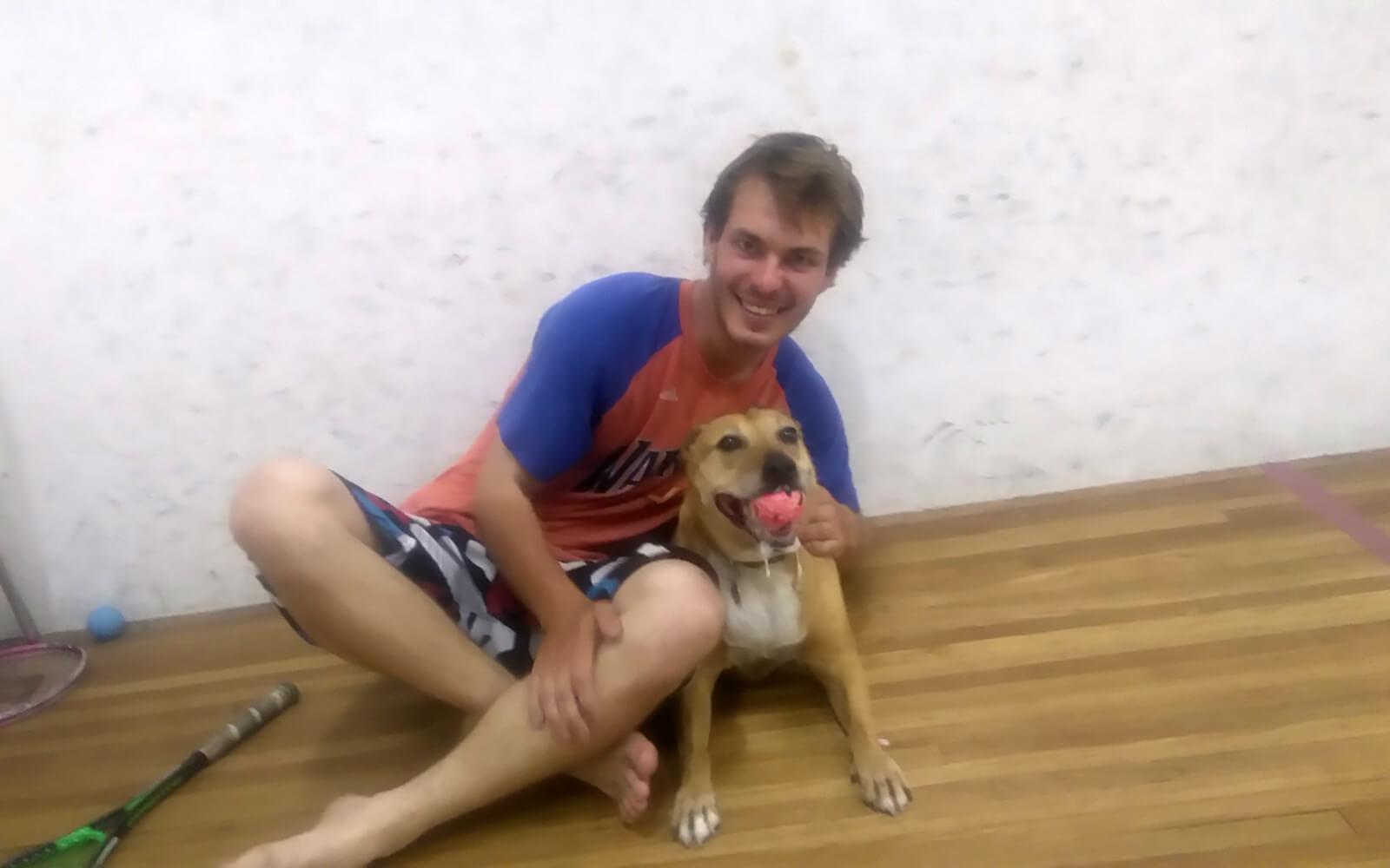 Justin und Hund Bisquit beim Squash
