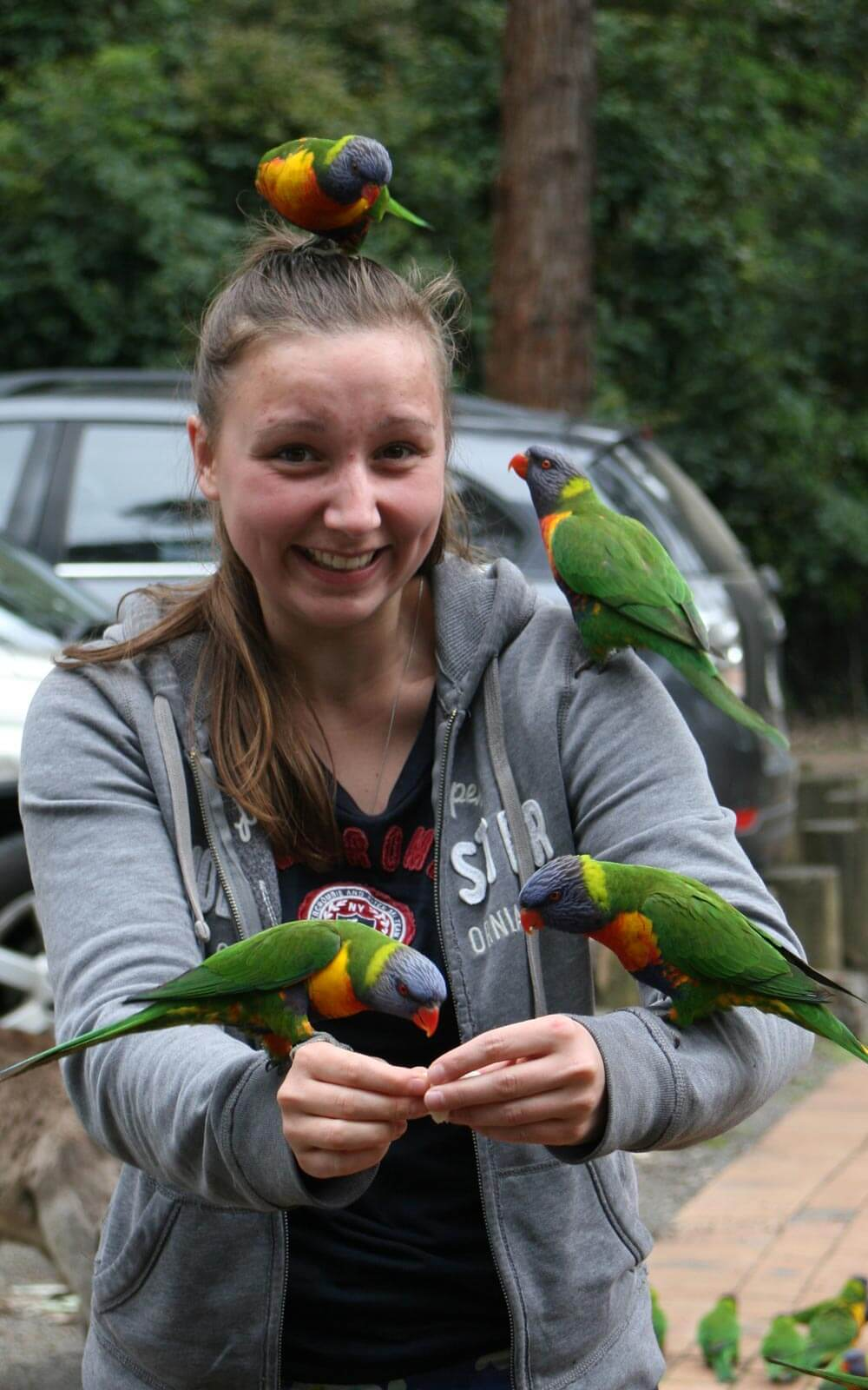Leandra mit Papageien