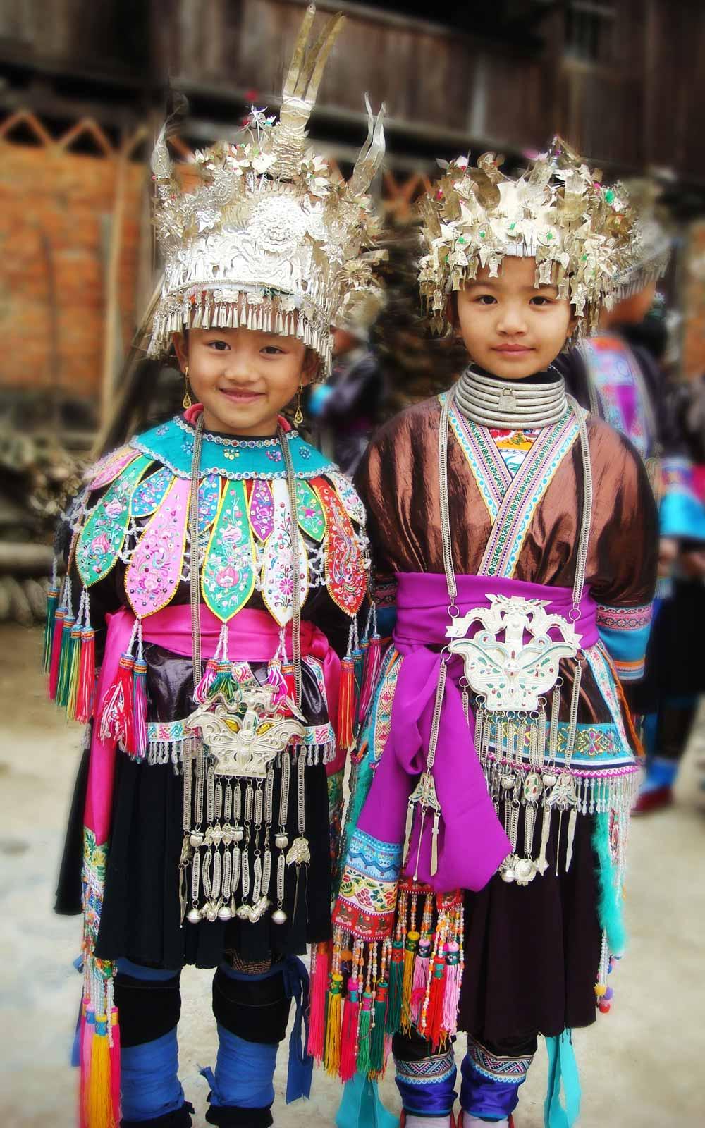 Zwei verkleidete chinesische Kinder