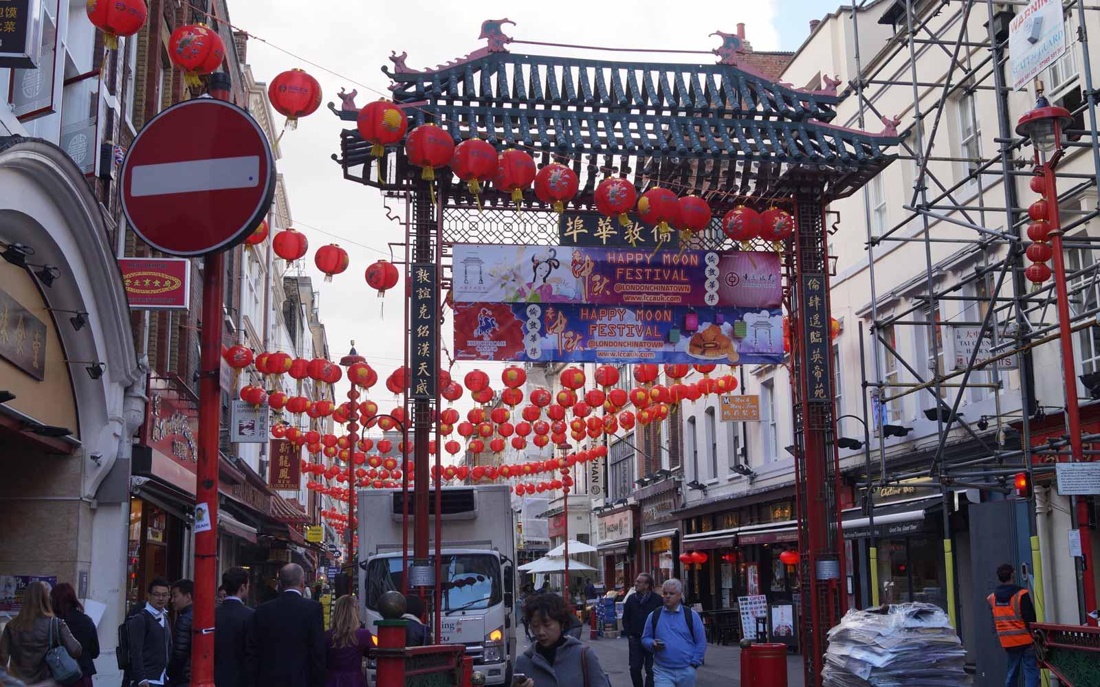 Chinatown in London geschmückt mit roten Lampions