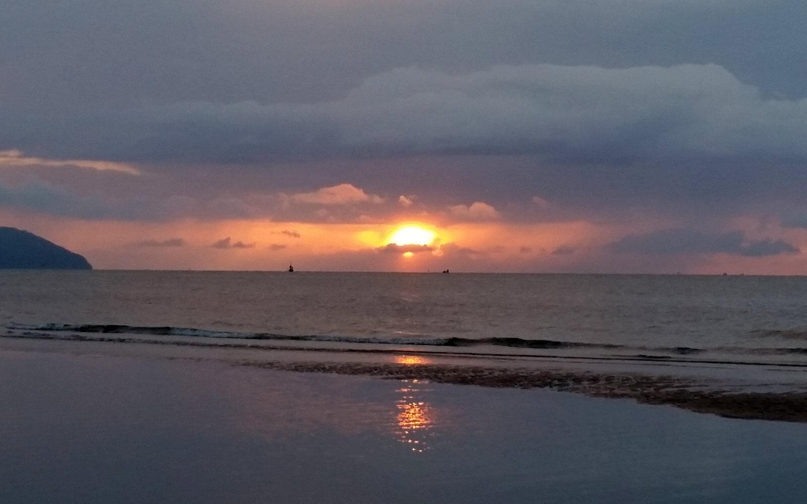 Sonnenaufgang in Bang Saphan Noi