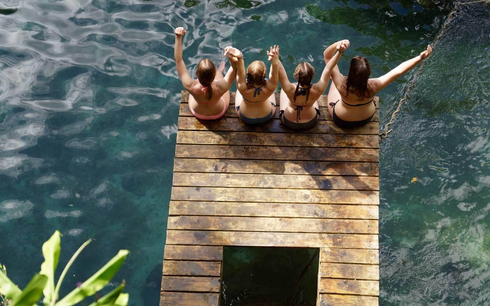 Freundinnen im Urlaub in Neuseeland
