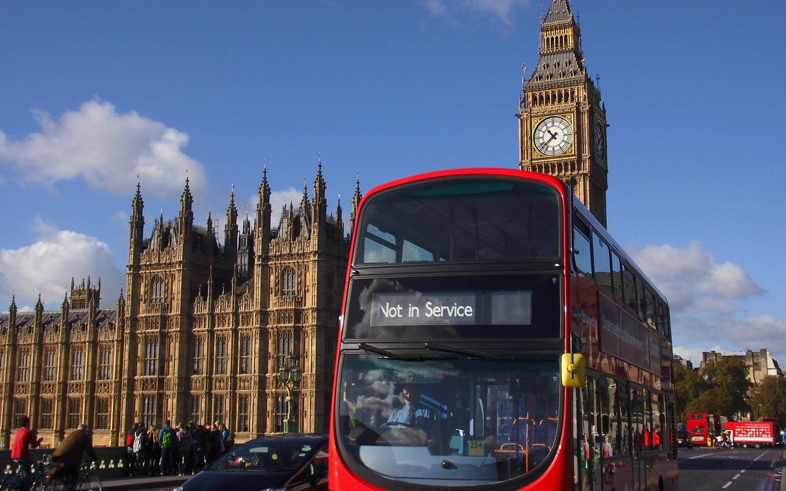 Big Ben und roter Doppeldecker-Bus in London