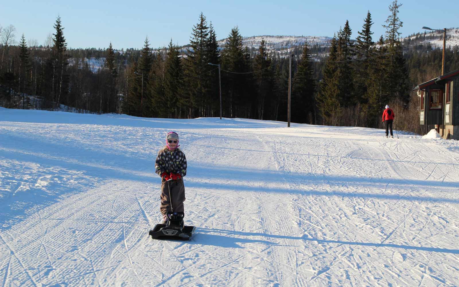 Gastschwester Lilly mit Schlitten in Norwegen