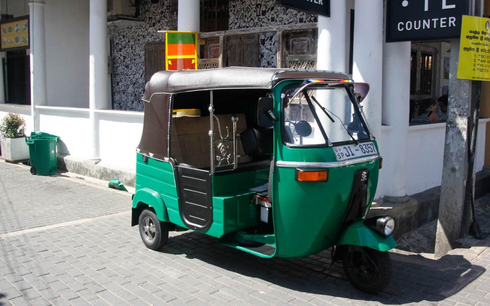 Mit dem Tuktuk zum Projektort fahren