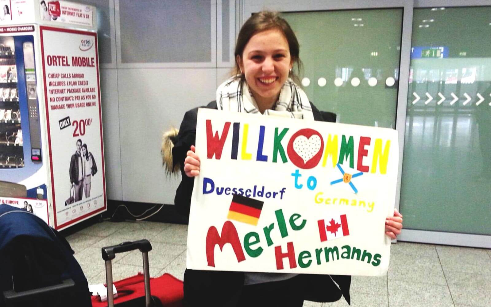 Merle mit Welcome back-Schild