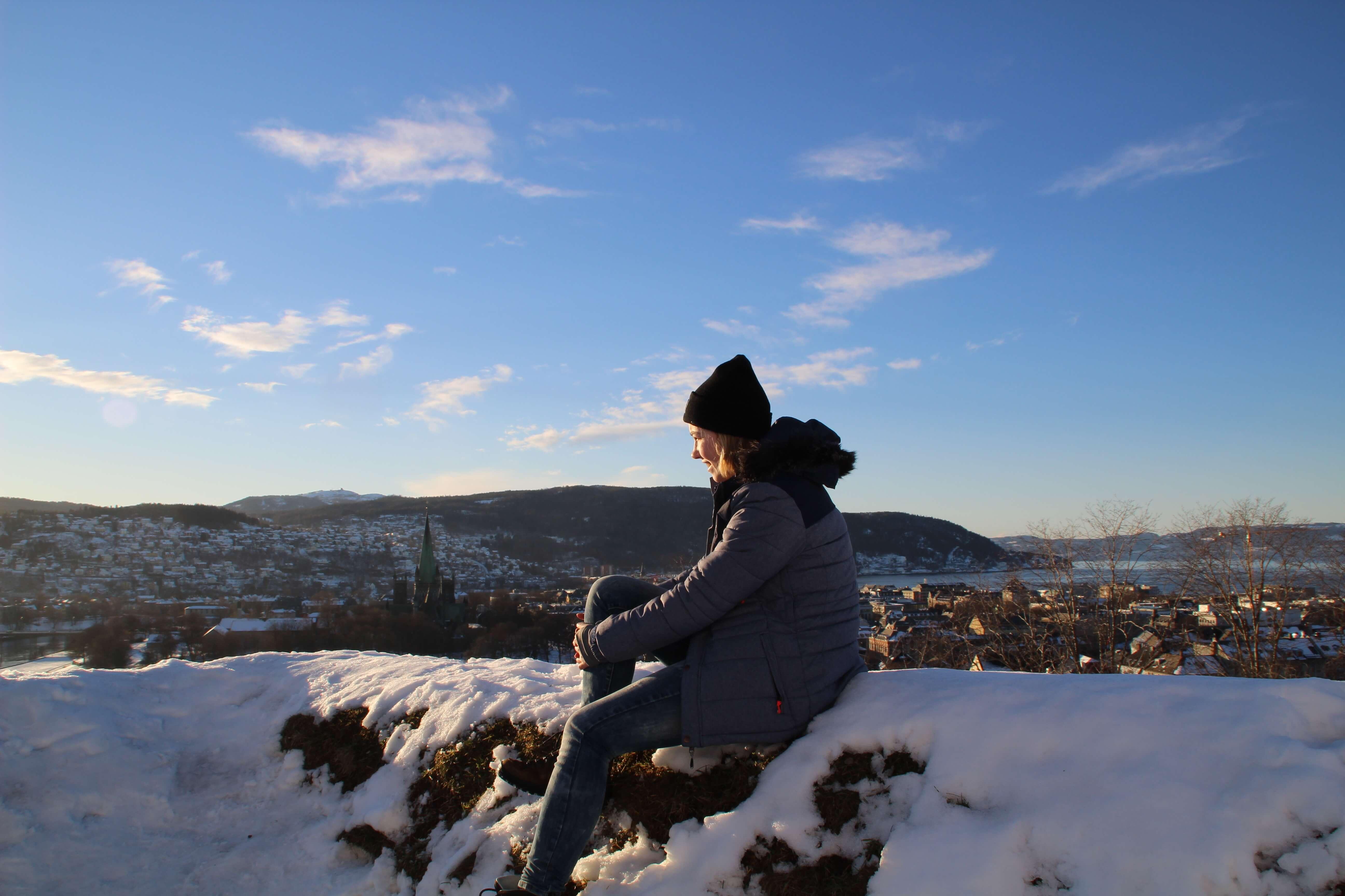 Steffi genießt die Aussicht über Trondheim