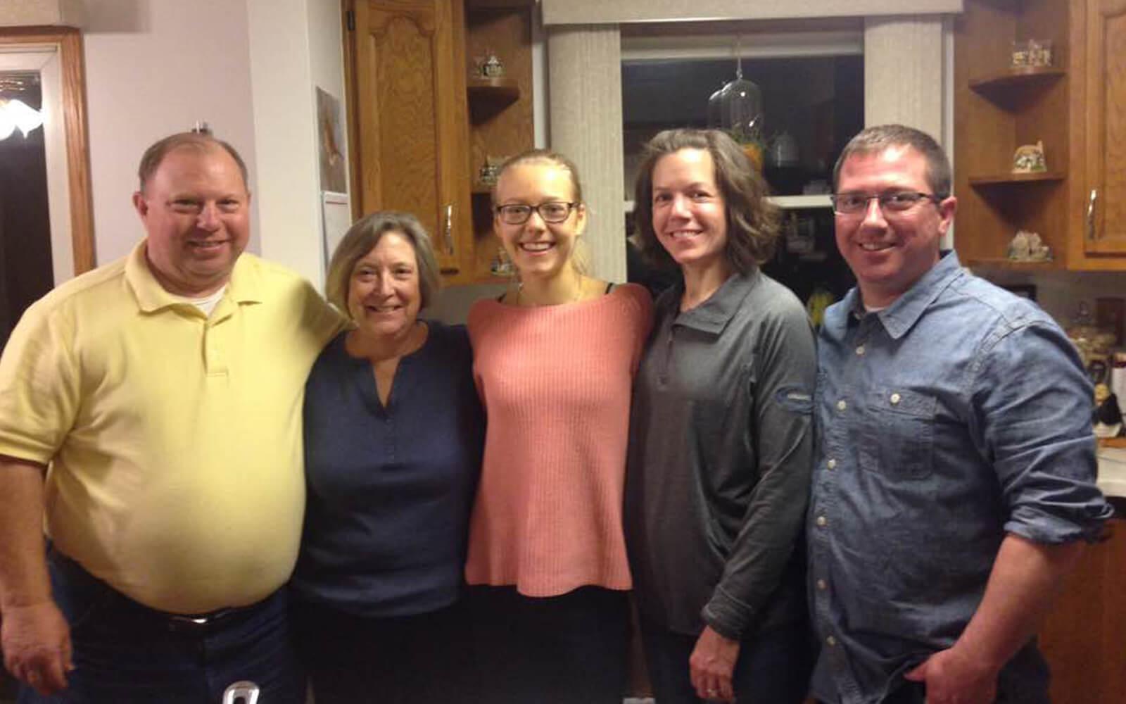 Mara mit ihrer Gastfamilie