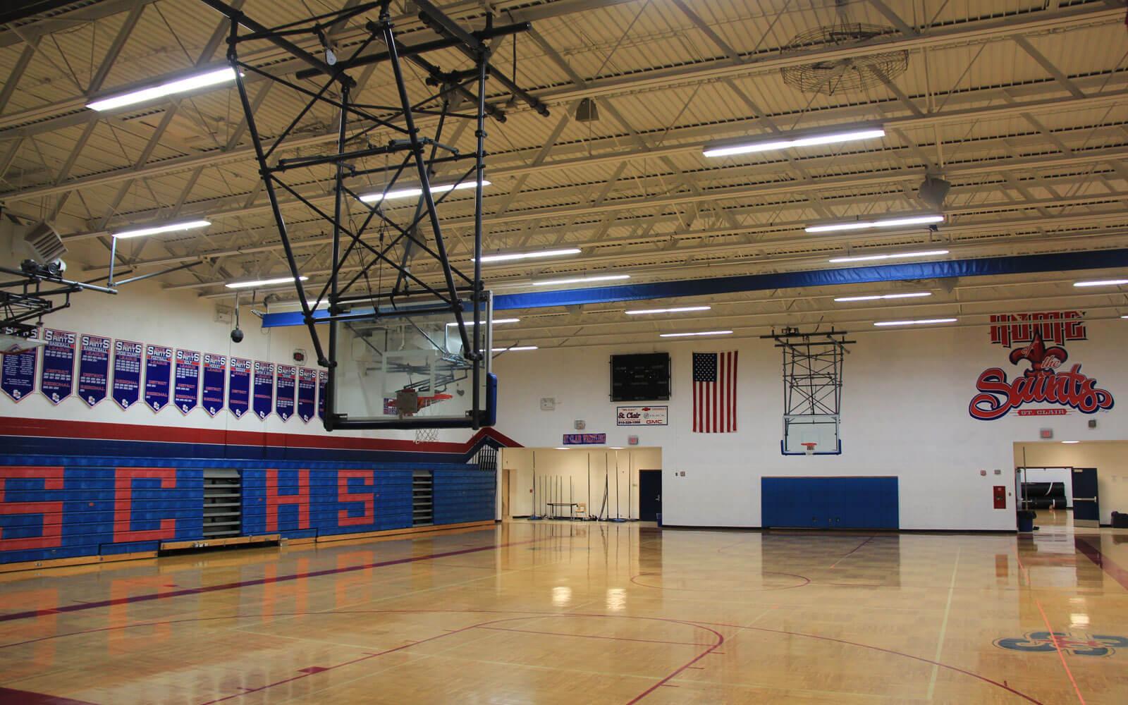 Eine typische Turnhalle an einer amerikanischen High School