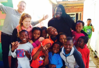Freiwilligenarbeit Südafrika: Kindern ein Lächeln schenken