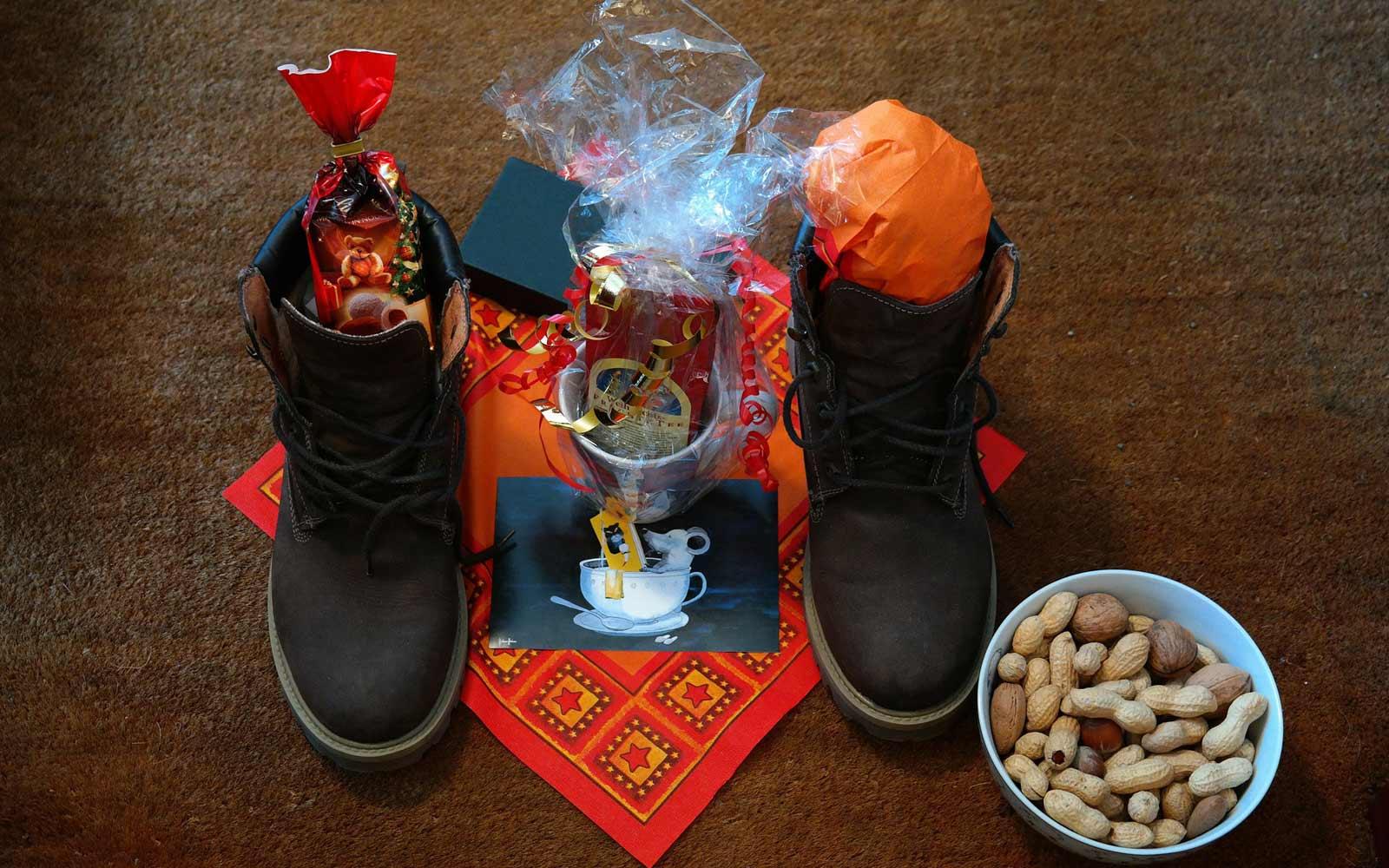 Mit Süßigkeiten gefüllt Schuhe