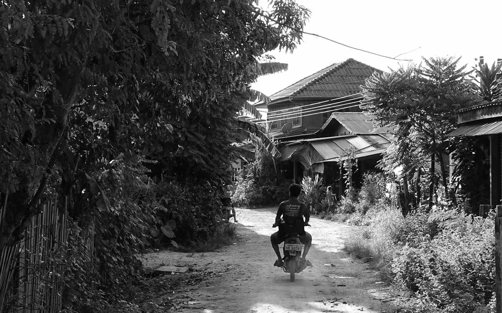 Laote auf einem Motorrad