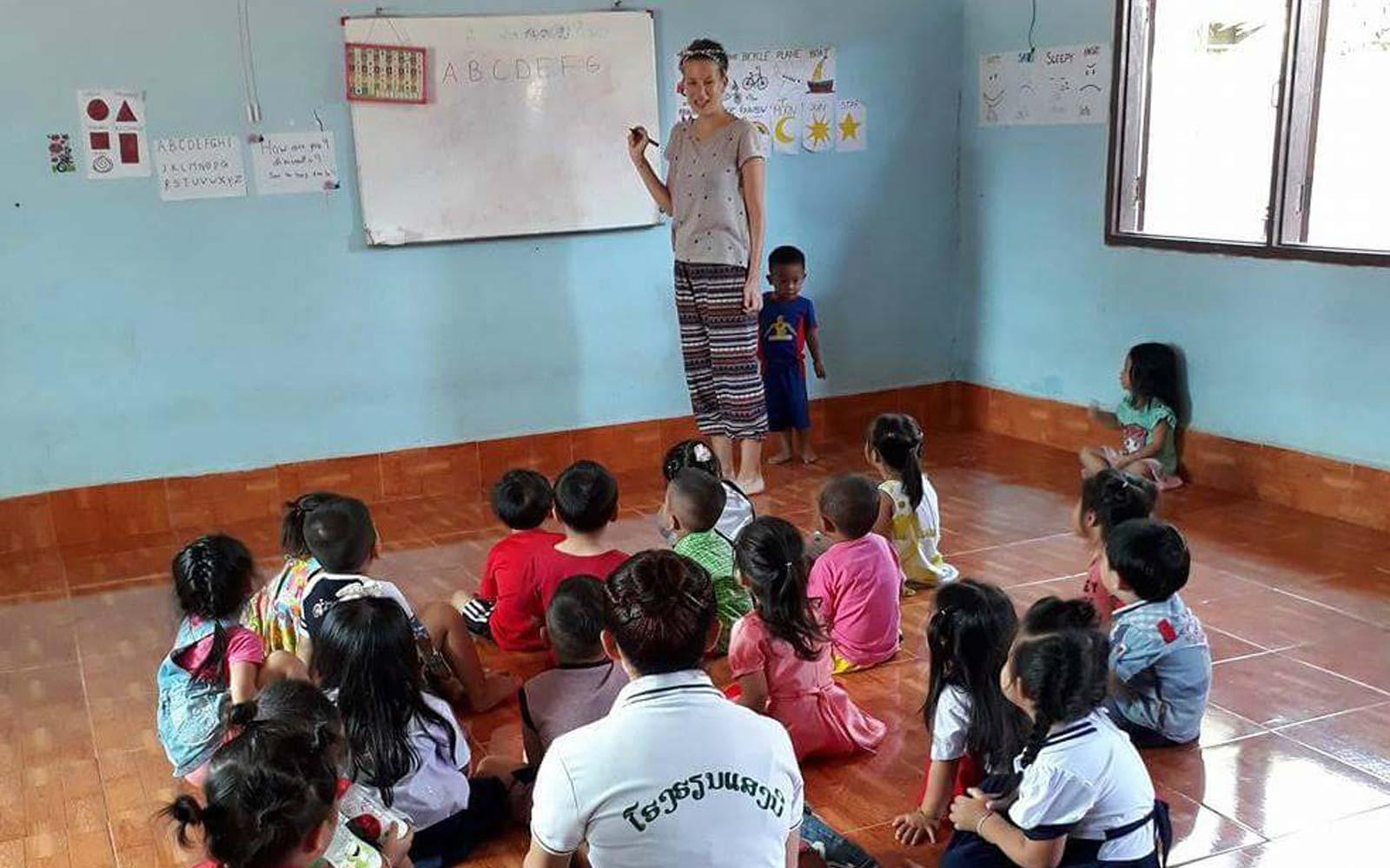 Anna unterrichtet die Klasse