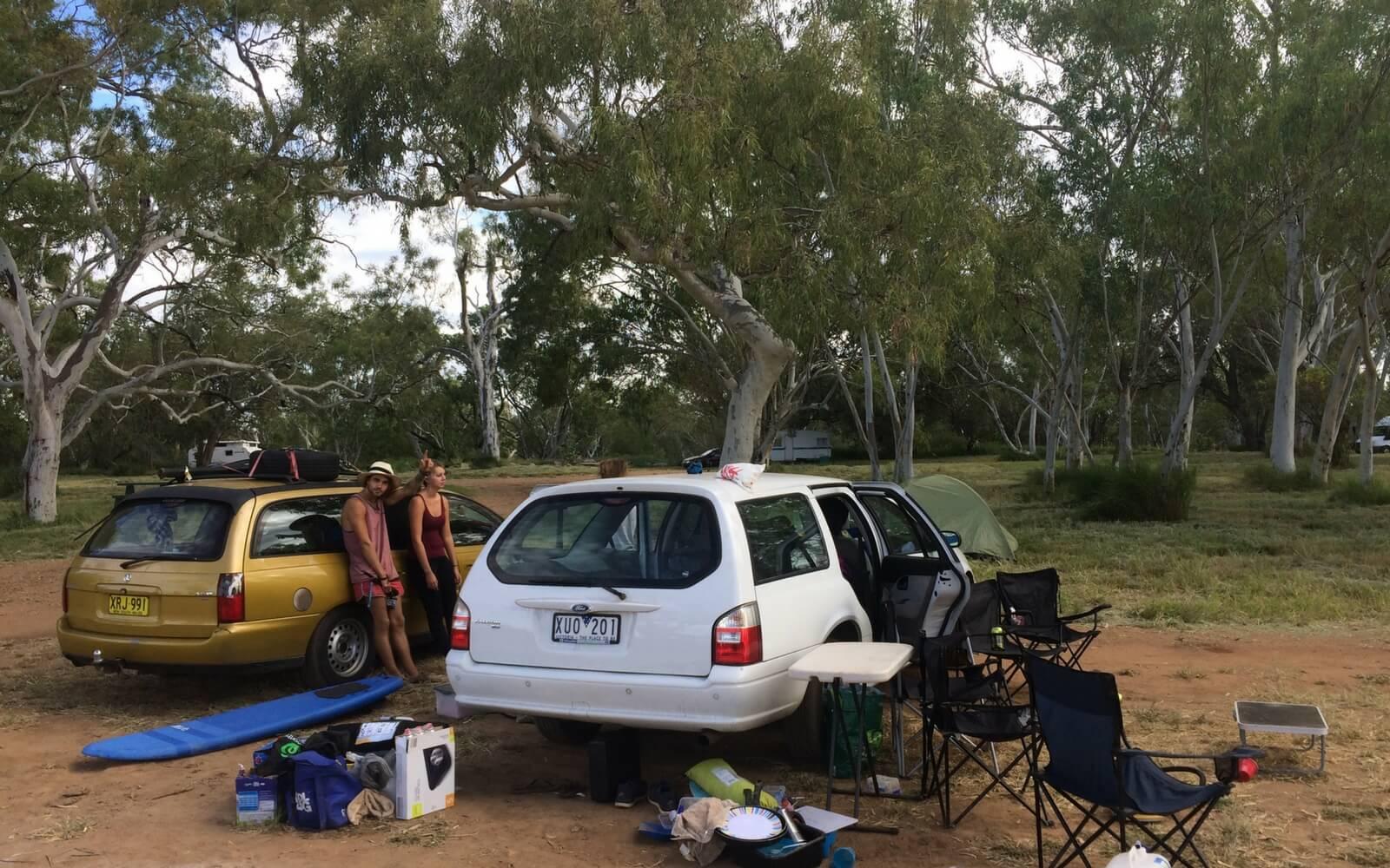Autos mit Campingausrüstung