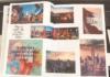 Aufgeschlagenes Abschiedsbuch mit eingeklebten Bildern