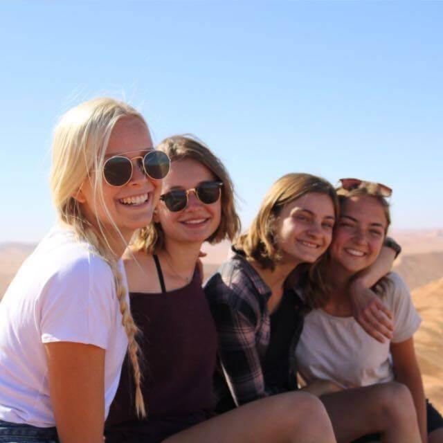 4 Mädels auf Sanddüne