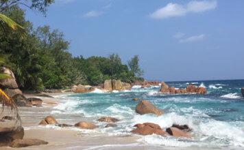 Weißer Sandstrand auf den Seychellen